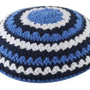 """כיפה סרוגה שטיח 18 ס""""מ כחול כהה כחול בהיר ולבן"""