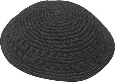 כיפה סרוגה 17 סמ שחור מחורר
