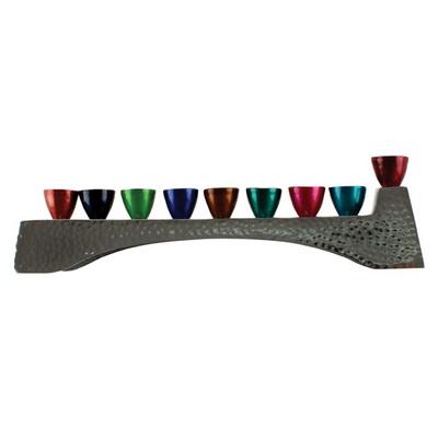 חנוכיה אלומניום מרוקע עם קנים צבעוניים 30.5x8.5 סמ