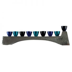 חנוכיה אלומניום מרוקע עם קנים גוון כחול 30.5x7 סמ