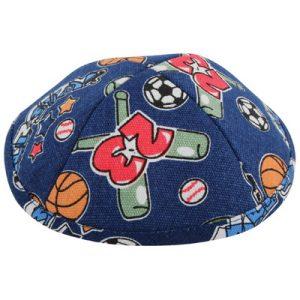 """כיפה בד איכותית ומיוחדת 19 ס""""מ כחול ציורי כדורסל וכדורגל"""