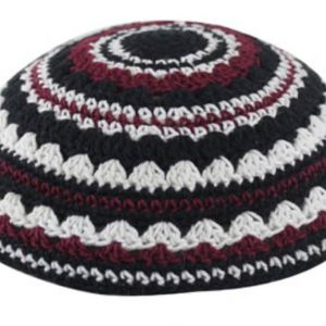"""כיפה סרוגה שטיח 20 ס""""מ שחור לבן בורדו"""