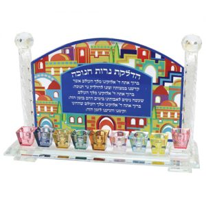 """חנוכיה קריסטל ירושלים עם קנים צבעוניים 38X23 ס""""מ"""