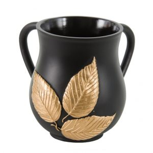 """נטלה מהודרת מפוליריזן צבע שחור עלי זהב בגודל 14 ס""""מ"""